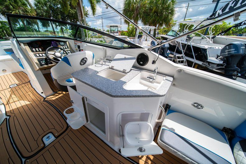 Thumbnail 11 for New 2019 Hurricane SD 2690 OB boat for sale in West Palm Beach, FL
