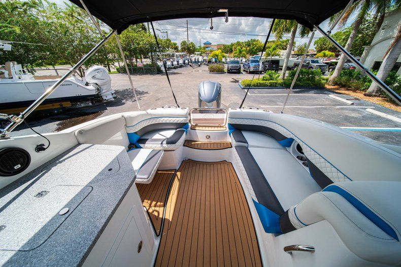 Thumbnail 12 for New 2019 Hurricane SD 2690 OB boat for sale in West Palm Beach, FL