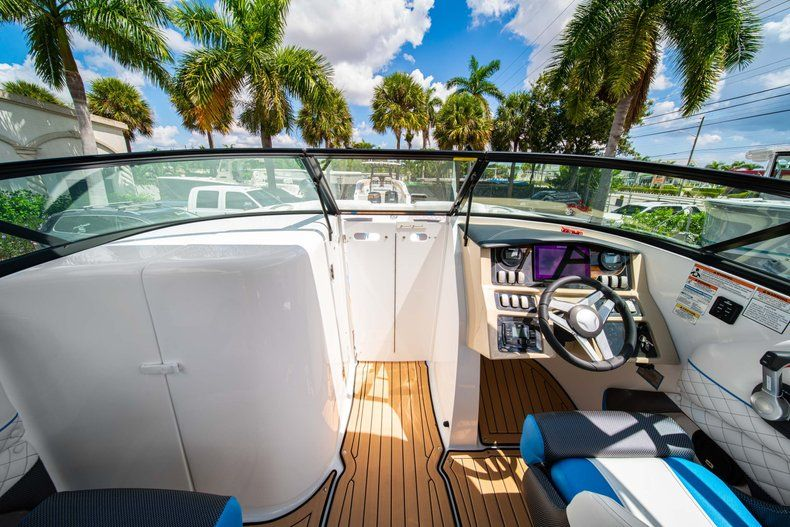 Thumbnail 17 for New 2019 Hurricane SD 2690 OB boat for sale in West Palm Beach, FL