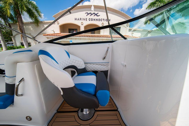 Thumbnail 24 for New 2019 Hurricane SD 2690 OB boat for sale in West Palm Beach, FL