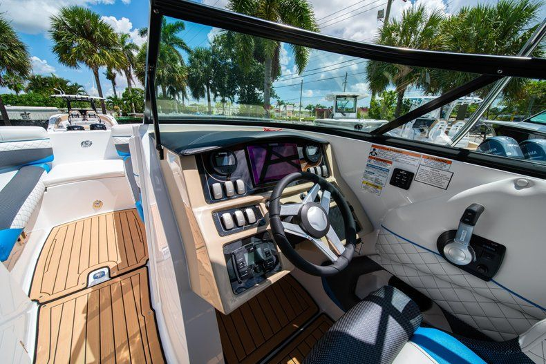 Thumbnail 19 for New 2019 Hurricane SD 2690 OB boat for sale in West Palm Beach, FL