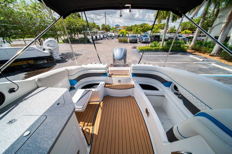Thumbnail 13 for New 2019 Hurricane SD 2690 OB boat for sale in West Palm Beach, FL