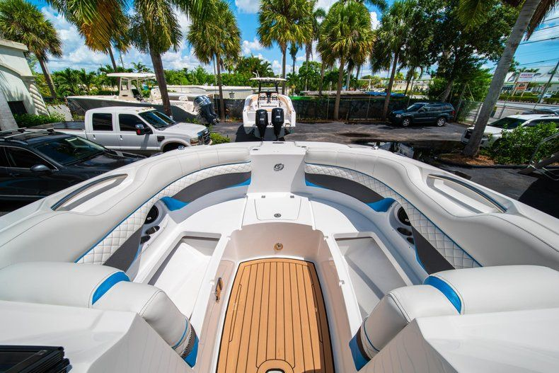 Thumbnail 27 for New 2019 Hurricane SD 2690 OB boat for sale in West Palm Beach, FL