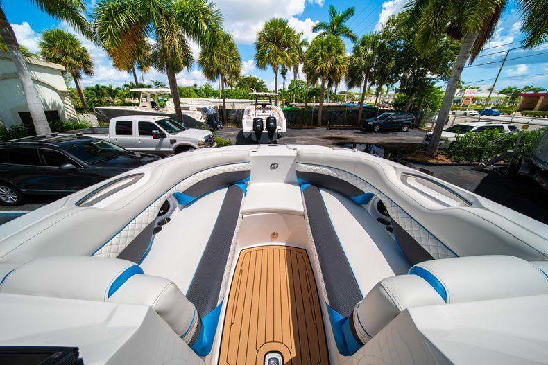Thumbnail 26 for New 2019 Hurricane SD 2690 OB boat for sale in West Palm Beach, FL