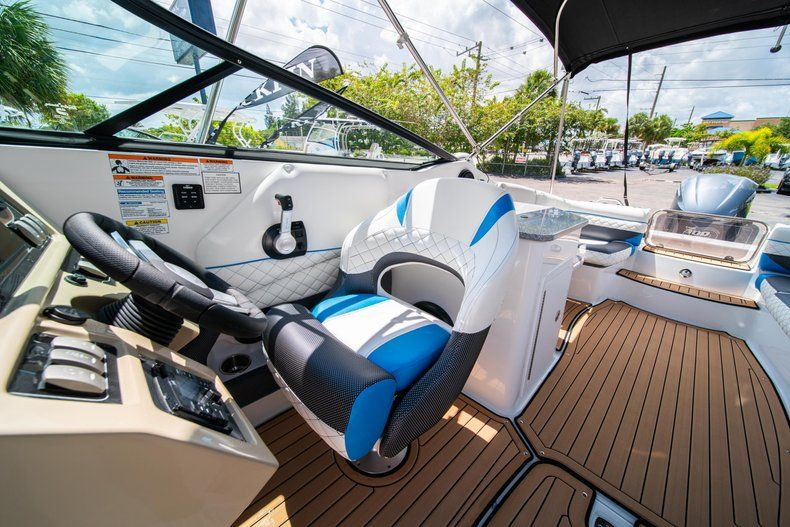 Thumbnail 21 for New 2019 Hurricane SD 2690 OB boat for sale in West Palm Beach, FL