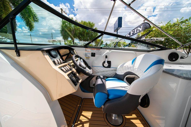 Thumbnail 20 for New 2019 Hurricane SD 2690 OB boat for sale in West Palm Beach, FL