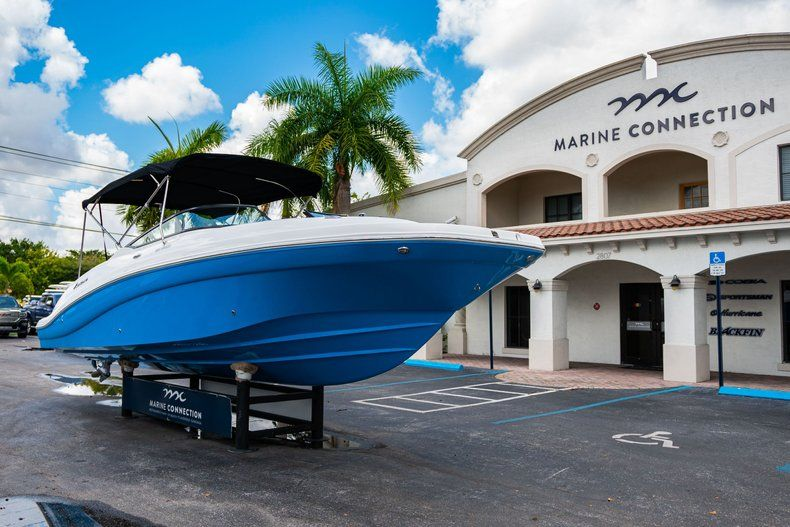 Thumbnail 1 for New 2019 Hurricane SD 2690 OB boat for sale in West Palm Beach, FL