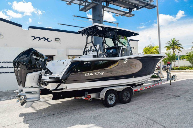 Thumbnail 7 for New 2019 Blackfin 272CC Center Console boat for sale in Fort Lauderdale, FL
