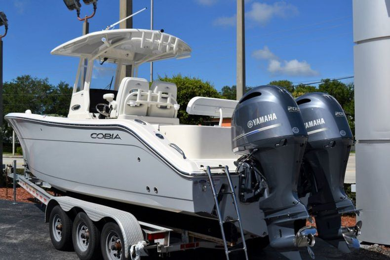 Thumbnail 3 for New 2020 Cobia 280 CC Center Console boat for sale in Vero Beach, FL
