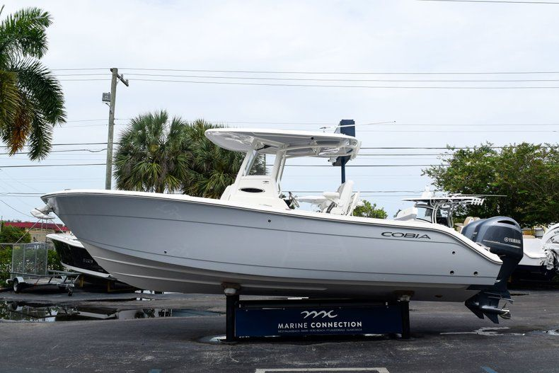 Thumbnail 4 for New 2019 Cobia 262 Center Console boat for sale in Fort Lauderdale, FL