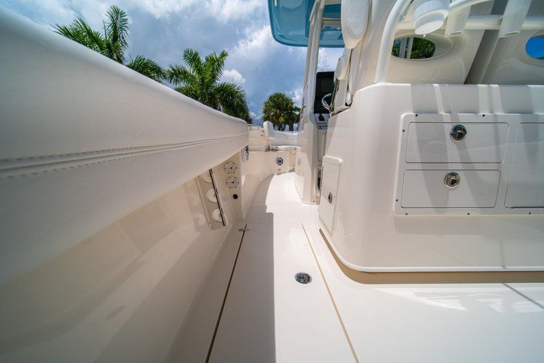 Thumbnail 20 for New 2020 Cobia 280 CC Center Console boat for sale in West Palm Beach, FL