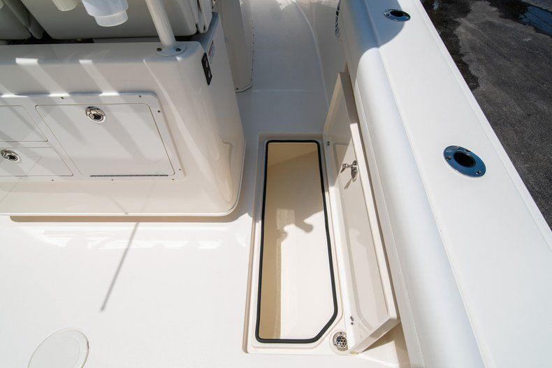 Thumbnail 19 for New 2020 Cobia 280 CC Center Console boat for sale in West Palm Beach, FL