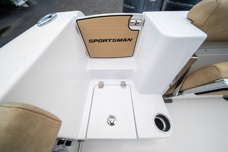 Thumbnail 14 for New 2020 Sportsman Open 252 Center Console boat for sale in Miami, FL