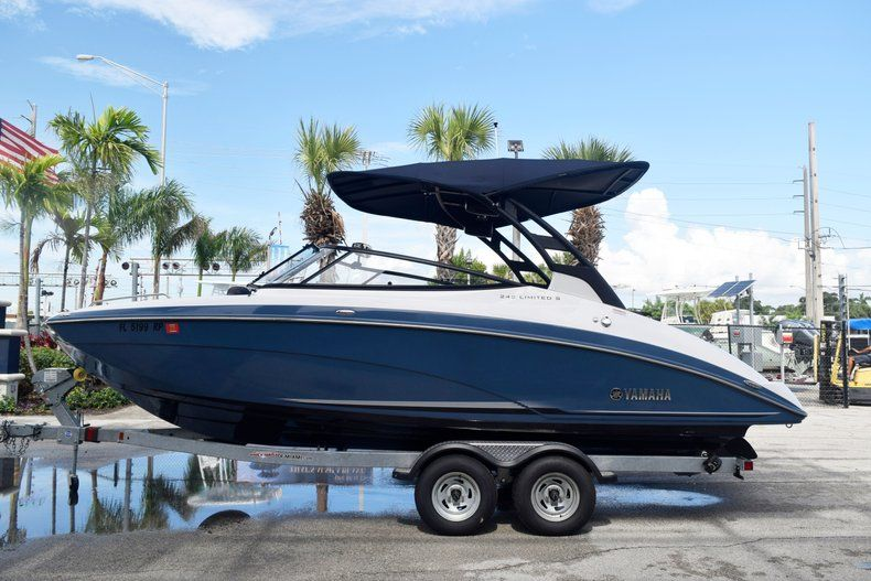 Image 0 for 2018 Yamaha 242 LIMITED S E-SERIES in Fort Lauderdale, FL