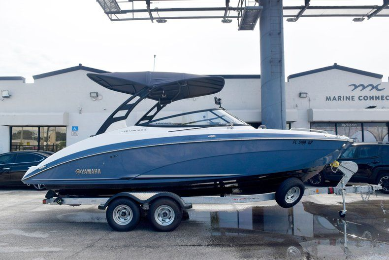 Image 4 for 2018 Yamaha 242 LIMITED S E-SERIES in Fort Lauderdale, FL