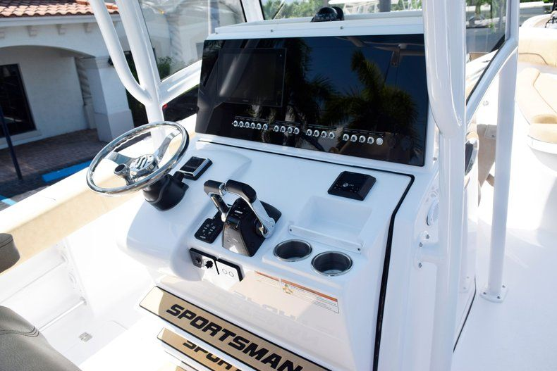 Thumbnail 32 for New 2020 Sportsman Open 282 Center Console boat for sale in Vero Beach, FL