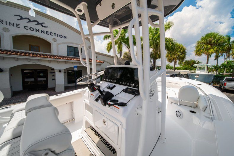 Thumbnail 17 for New 2020 Sportsman Heritage 211 Center Console boat for sale in Miami, FL