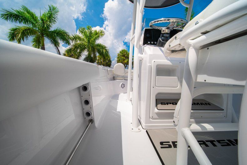 Thumbnail 16 for New 2020 Sportsman Heritage 211 Center Console boat for sale in Miami, FL
