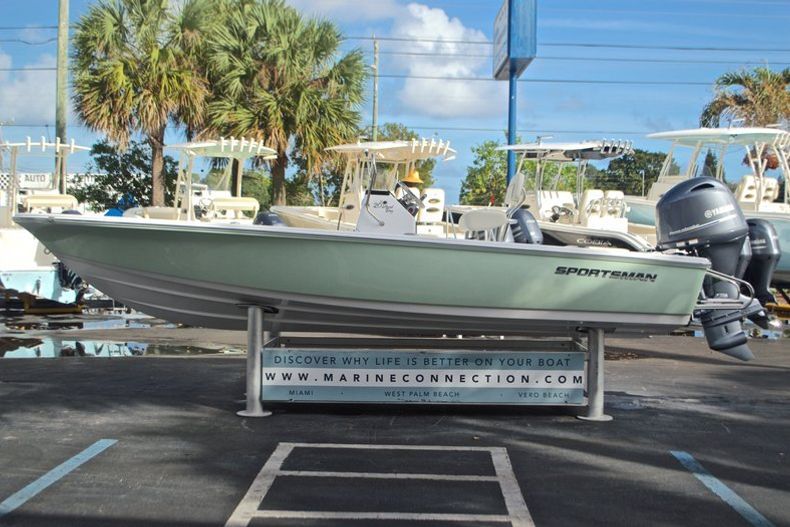 Thumbnail 4 for New 2017 Sportsman 20 Island Bay boat for sale in Miami, FL