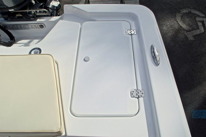 Thumbnail 13 for New 2017 Sportsman 20 Island Bay boat for sale in Miami, FL