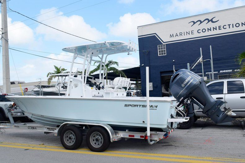 Thumbnail 5 for New 2020 Sportsman Masters 227 Bay Boat boat for sale in Miami, FL