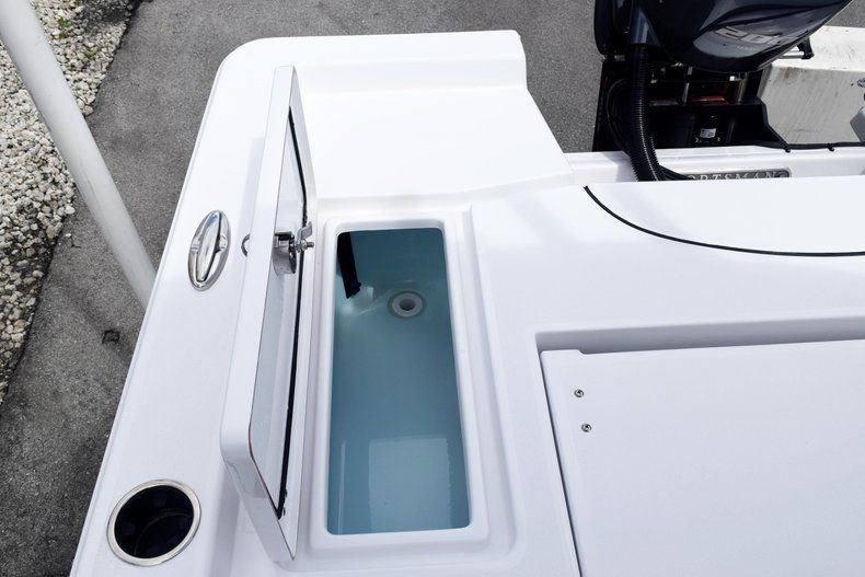 Thumbnail 11 for New 2020 Sportsman Masters 227 Bay Boat boat for sale in Miami, FL