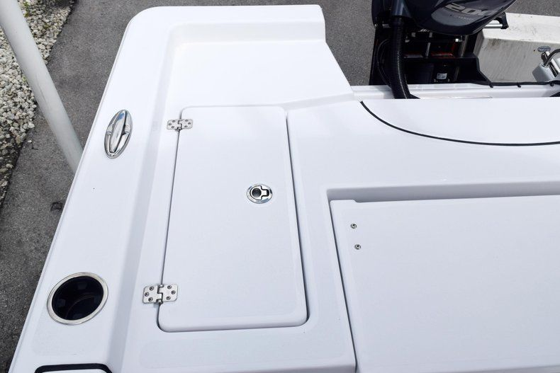 Thumbnail 10 for New 2020 Sportsman Masters 227 Bay Boat boat for sale in Miami, FL