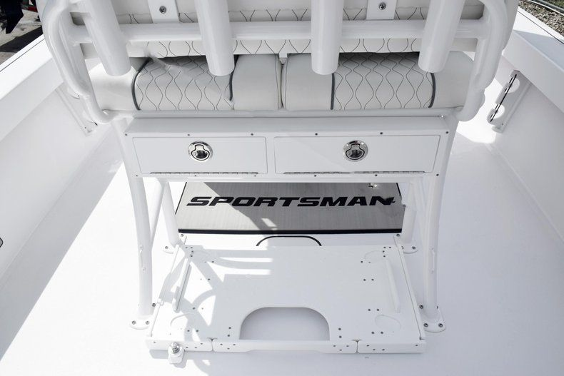 Thumbnail 22 for New 2020 Sportsman Masters 227 Bay Boat boat for sale in Miami, FL