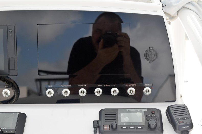 Thumbnail 31 for New 2020 Sportsman Masters 227 Bay Boat boat for sale in Miami, FL
