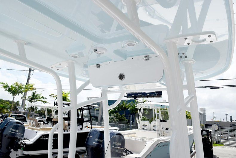 Thumbnail 42 for New 2020 Sportsman Masters 227 Bay Boat boat for sale in Miami, FL
