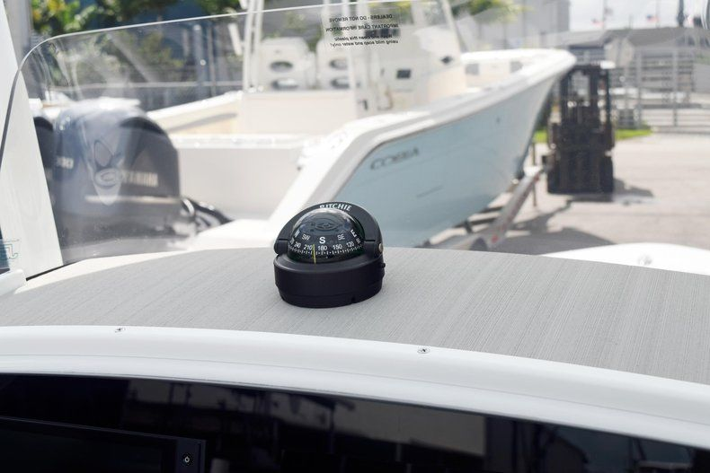 Thumbnail 43 for New 2020 Sportsman Masters 227 Bay Boat boat for sale in Miami, FL