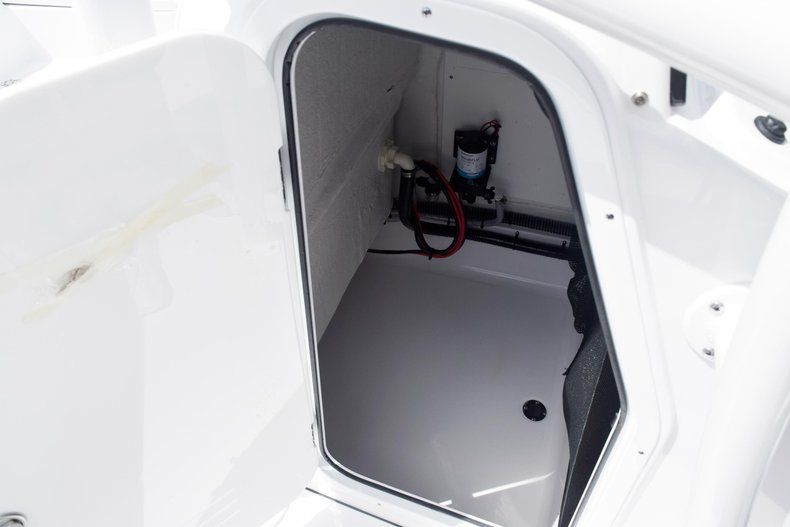 Thumbnail 47 for New 2020 Sportsman Masters 227 Bay Boat boat for sale in Miami, FL