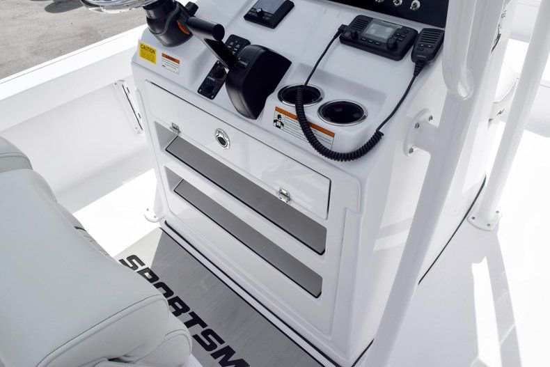Thumbnail 40 for New 2020 Sportsman Masters 227 Bay Boat boat for sale in Miami, FL