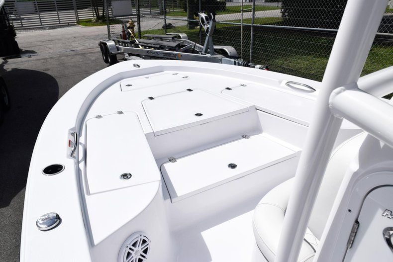 Thumbnail 48 for New 2020 Sportsman Masters 227 Bay Boat boat for sale in Miami, FL
