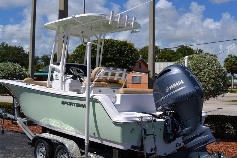 Thumbnail 4 for New 2020 Sportsman Open 212 Center Console boat for sale in Vero Beach, FL