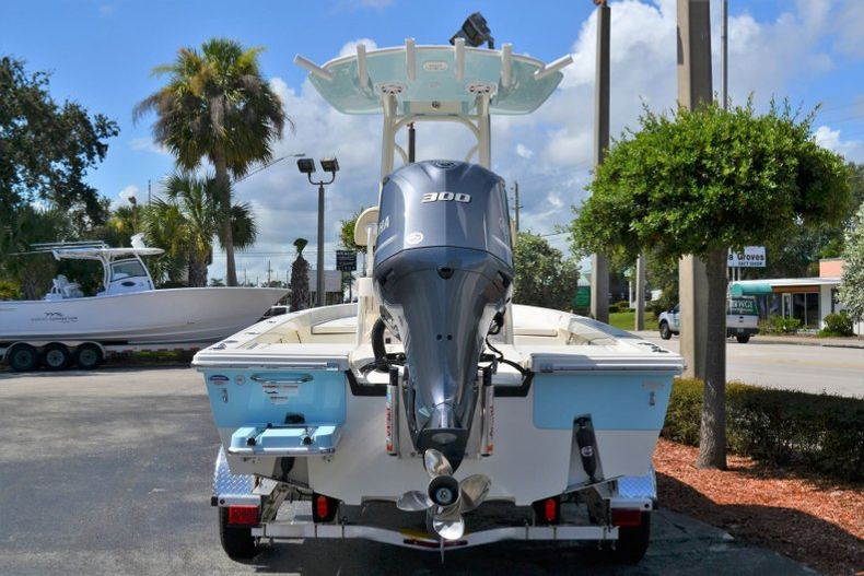 Thumbnail 4 for New 2020 Pathfinder 2400 TRS Bay Boat boat for sale in Vero Beach, FL
