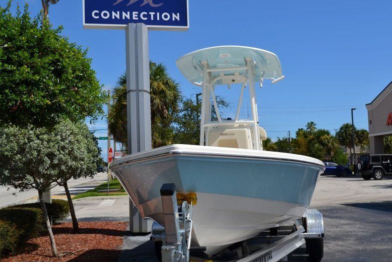 Thumbnail 2 for New 2020 Pathfinder 2400 TRS Bay Boat boat for sale in Vero Beach, FL