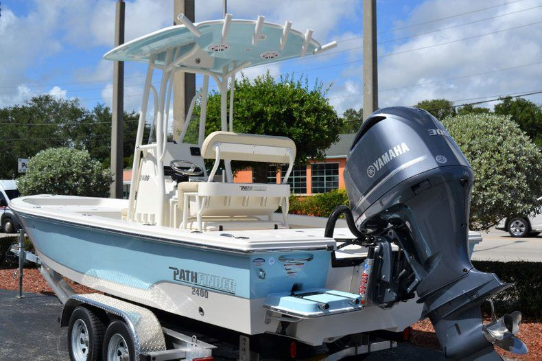 Thumbnail 3 for New 2020 Pathfinder 2400 TRS Bay Boat boat for sale in Vero Beach, FL