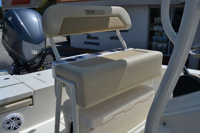 Thumbnail 14 for New 2020 Pathfinder 2400 TRS Bay Boat boat for sale in Vero Beach, FL