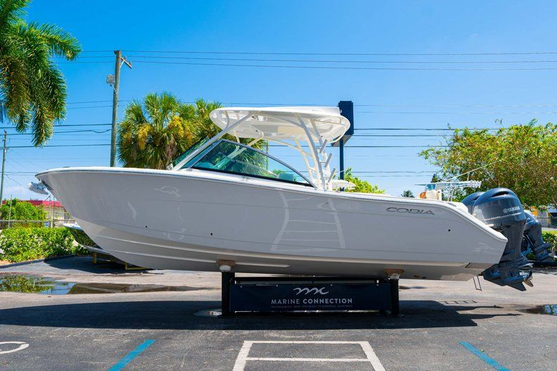 Thumbnail 4 for New 2020 Cobia 280 DC Dual Console boat for sale in Vero Beach, FL