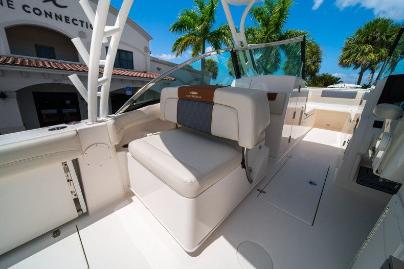 Thumbnail 20 for New 2020 Cobia 280 DC Dual Console boat for sale in Vero Beach, FL