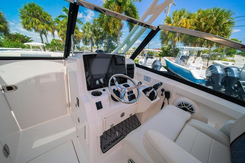 Thumbnail 27 for New 2020 Cobia 280 DC Dual Console boat for sale in Vero Beach, FL