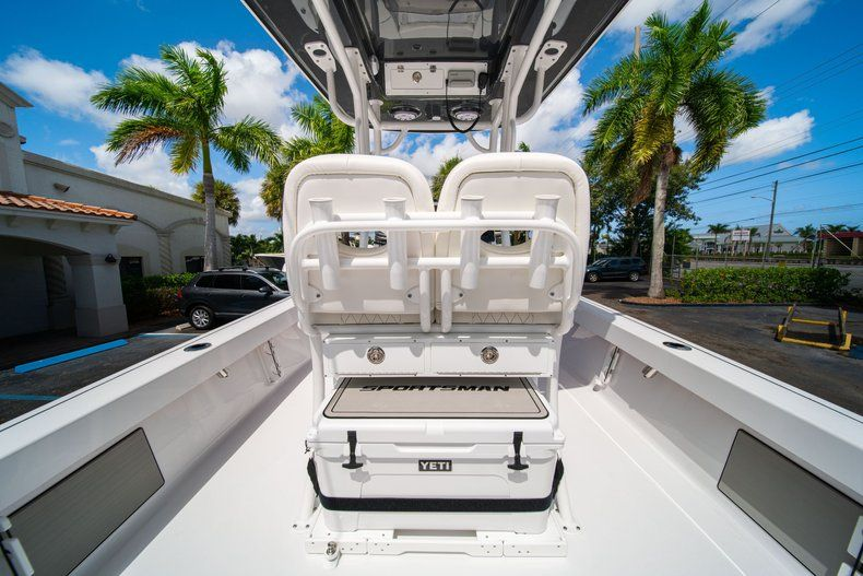 Thumbnail 15 for New 2020 Sportsman Masters 247 Bay Boat boat for sale in West Palm Beach, FL