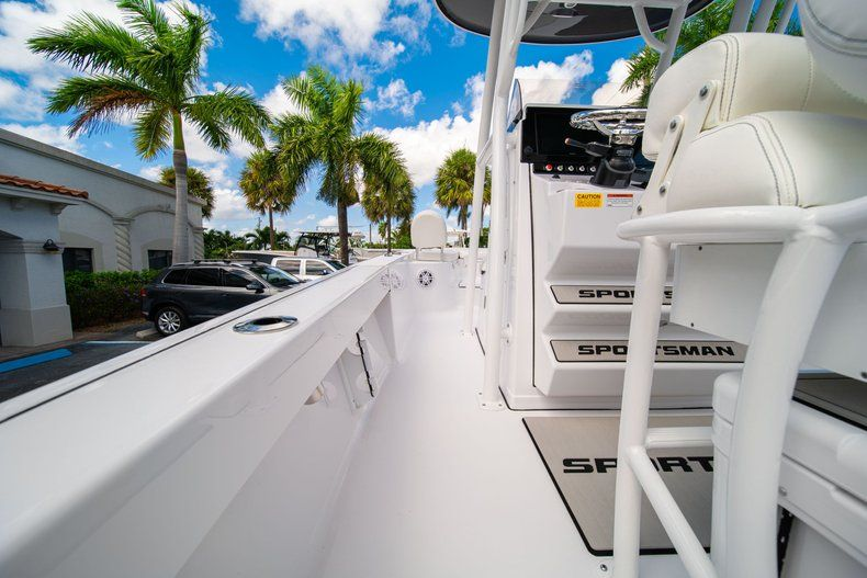 Thumbnail 18 for New 2020 Sportsman Masters 247 Bay Boat boat for sale in West Palm Beach, FL