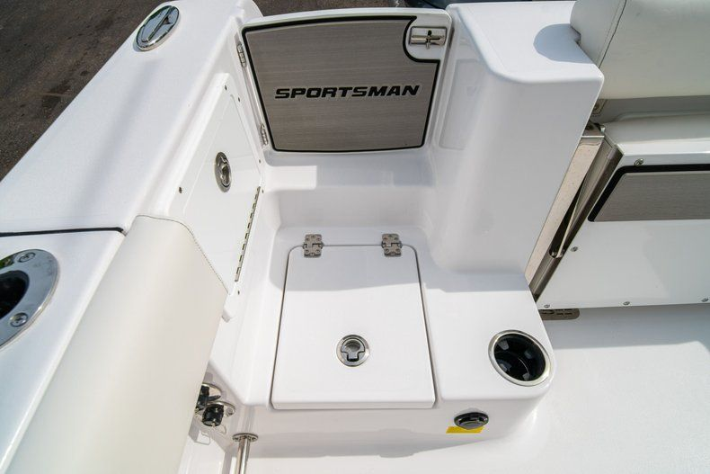 Thumbnail 13 for New 2020 Sportsman Open 252 Center Console boat for sale in Fort Lauderdale, FL