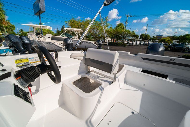 Thumbnail 17 for New 2020 Hurricane SS 185 OB boat for sale in Miami, FL