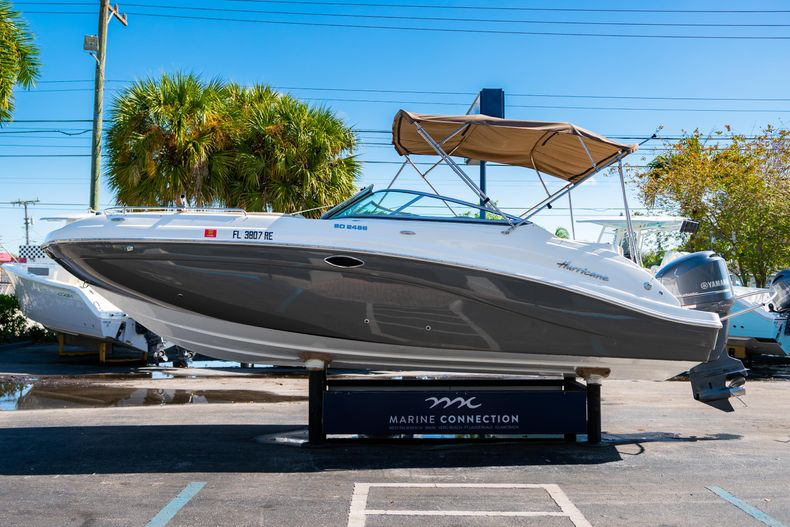 Thumbnail 4 for Used 2016 Hurricane SunDeck SD 2486 OB boat for sale in West Palm Beach, FL