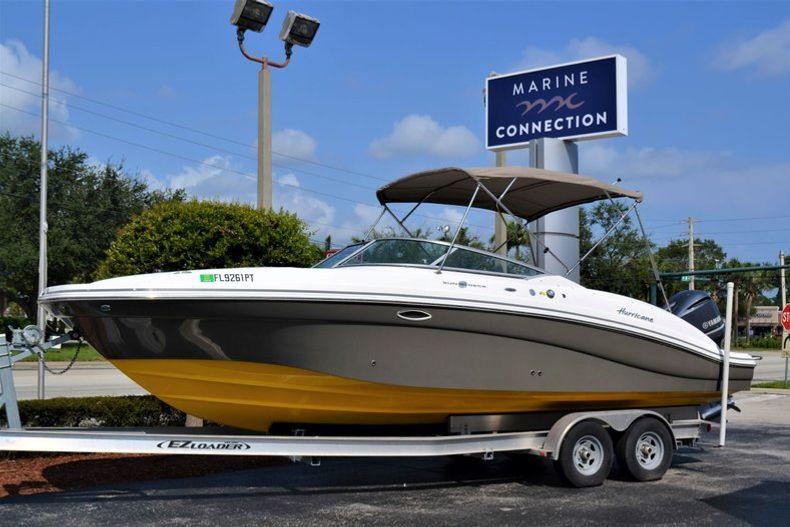 Used 2014 Hurricane SunDeck SD 2690 OB boat for sale in Vero Beach, FL