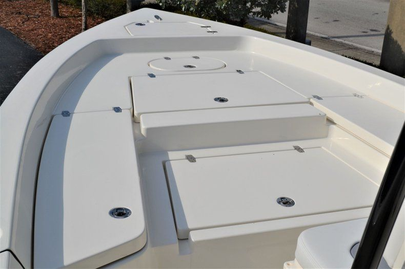 Thumbnail 15 for New 2020 Pathfinder 2400 TRS Bay Boat boat for sale in Vero Beach, FL