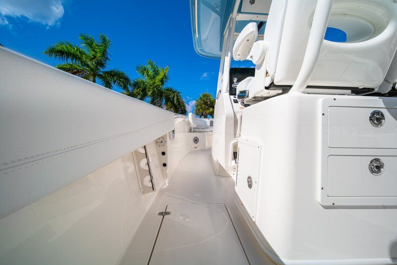 Thumbnail 13 for New 2020 Cobia 262 CC Center Console boat for sale in West Palm Beach, FL